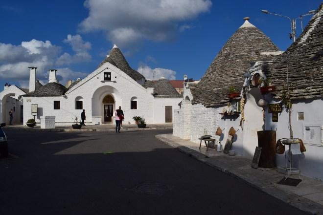 Puglia Alberobello trulli trullo sovrano