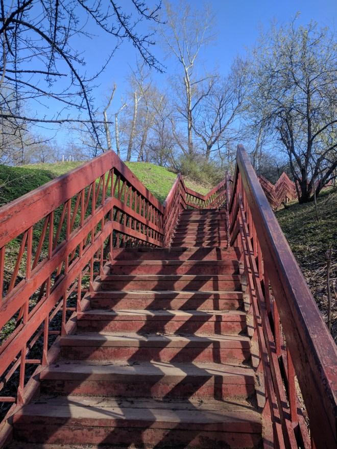 Moscou parque Kolomenskoye escadas para a ravina