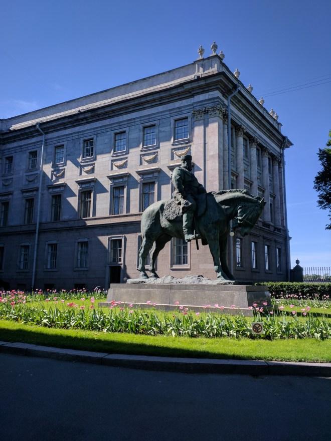 Petersburgo museu russo palacio de marmore estatua alexandre iii
