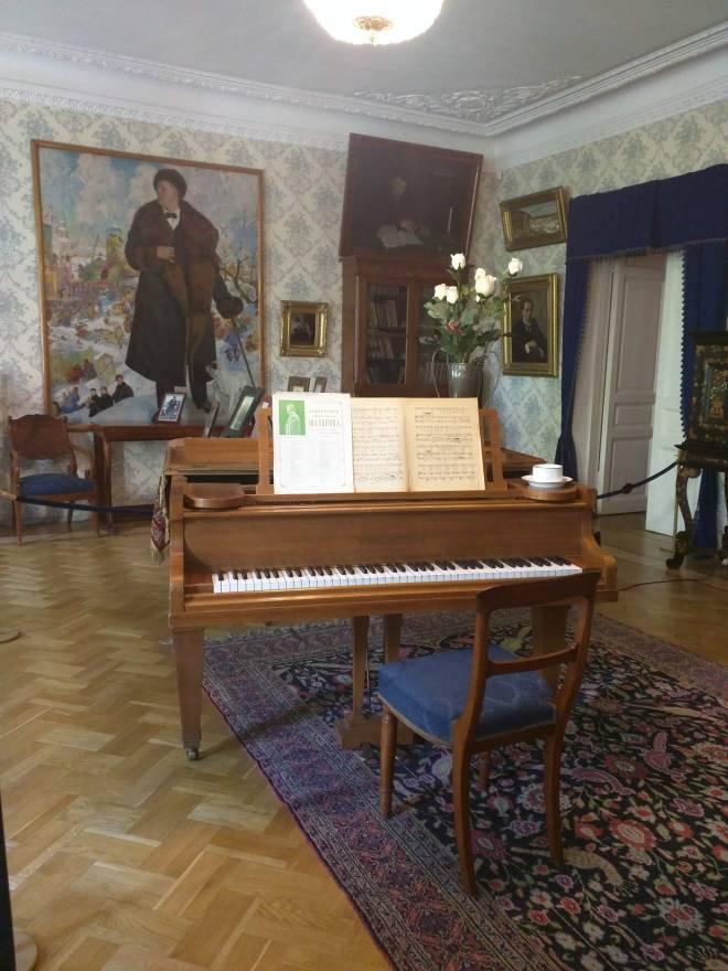 Apartamento de Chaliapin com o retrato de Boris Kustodiev