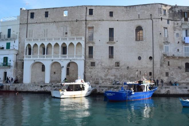Monopoli puglia sul italia porto antigo 1