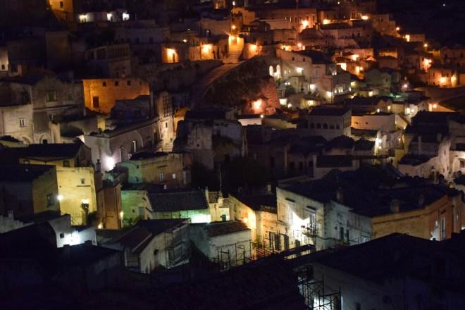 Matera sul itália cavernas noite
