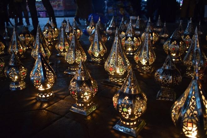 Marrocos Marrakech praça central djema el-fna noite lanternas