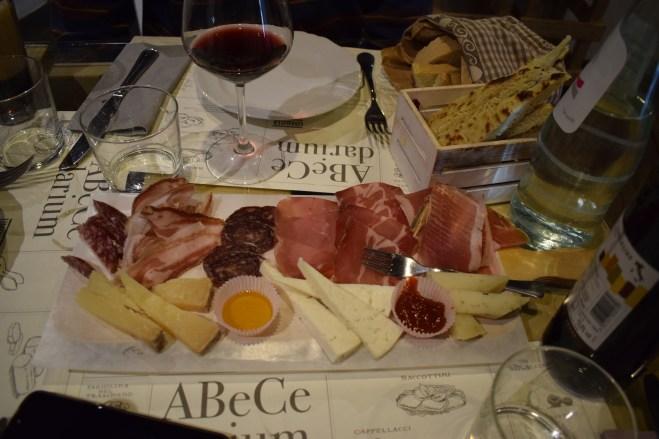 comidas tipicas provar Umbria norcineria salames presuntos queijos