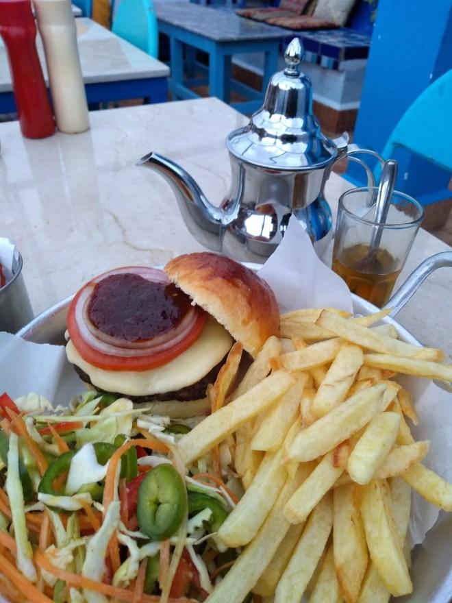 Marrocos comida típica provar hamburguer camelo