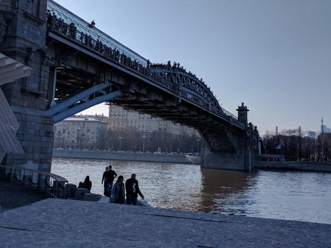 Moscou Parque Gorki ponte pedestres escalada