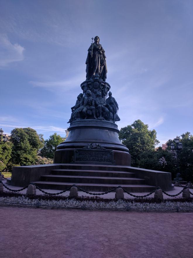 Petersburgo avenida nevski estatua catarina grande