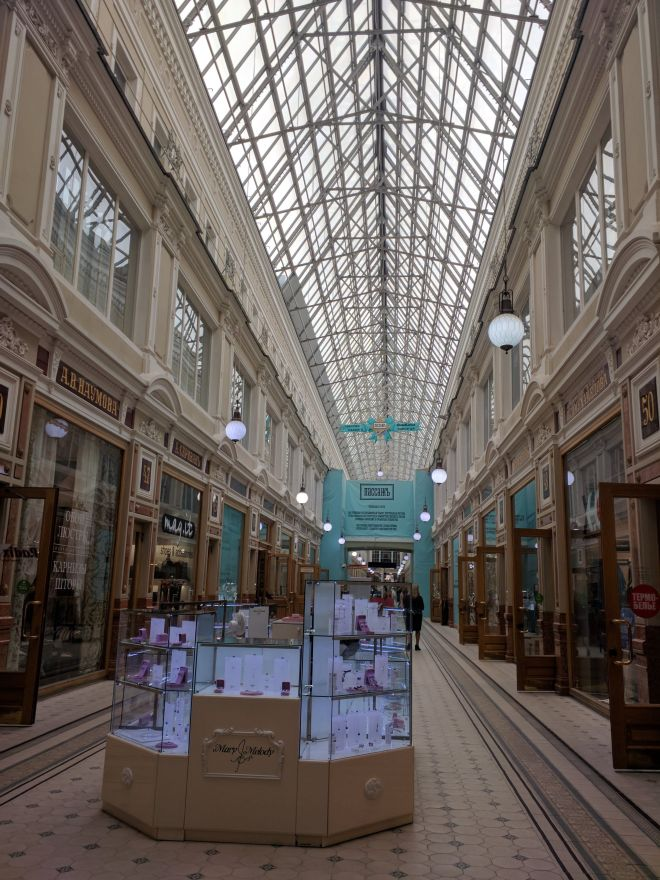 Petersburgo avenida nevski passage shopping luxo