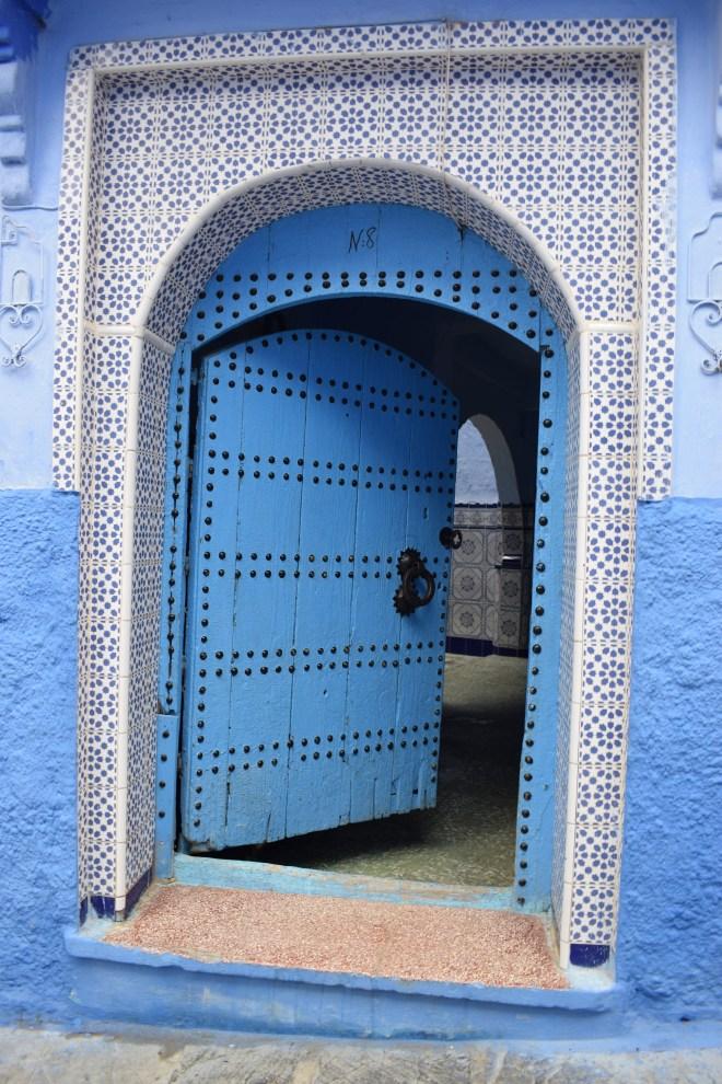 Marrocos Chefhaouen cidade azul porta com azulejos