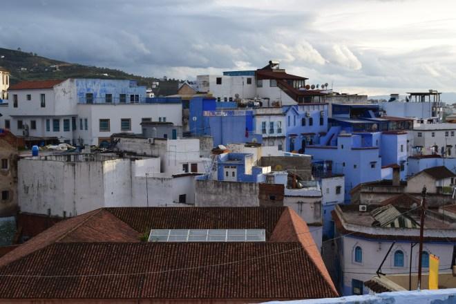 Marrocos Chefhaouen cidade azul vista terraço cafe clock 2