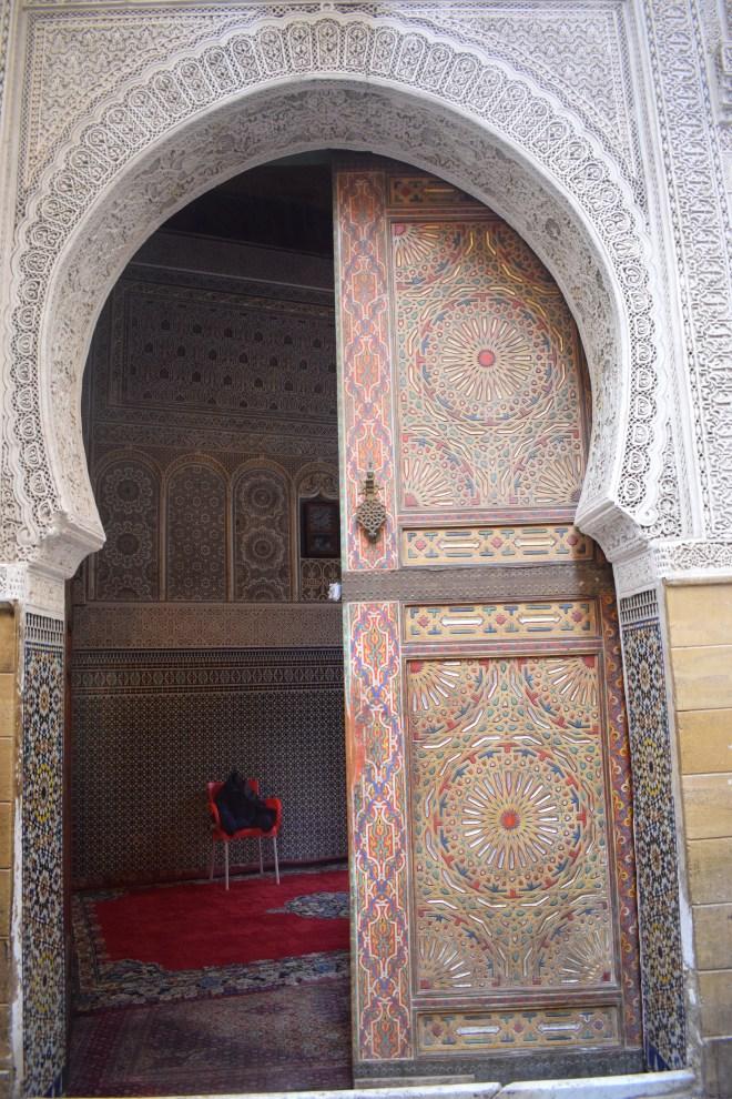 Marrocos Fez espiando portas medina Sidi Ahmed al-Tijani Zaouia