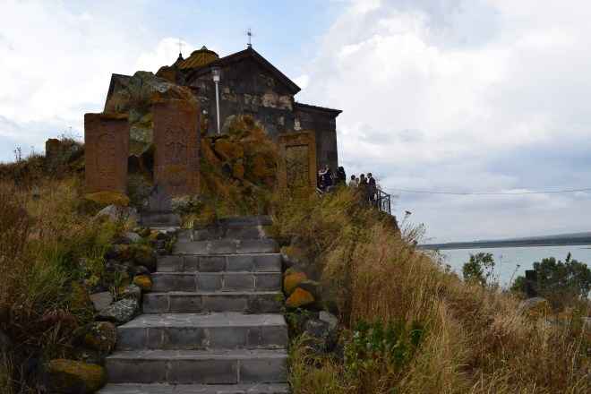 Armenia lago sevan monasterio medieval Hayravank 1