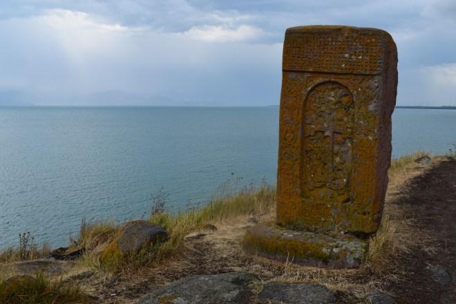 Armenia lago sevan monasterio medieval Hayravank khachkar cruz armenia 2