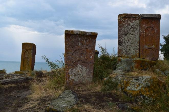 Armenia lago sevan monasterio medieval Hayravank khachkars cruz armenia