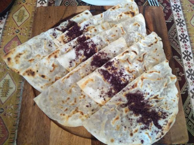 Pratos típicos azerbaijão qutab carne sumac