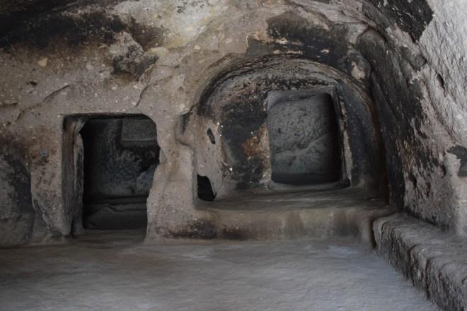 Vardzia monastério caverna interior