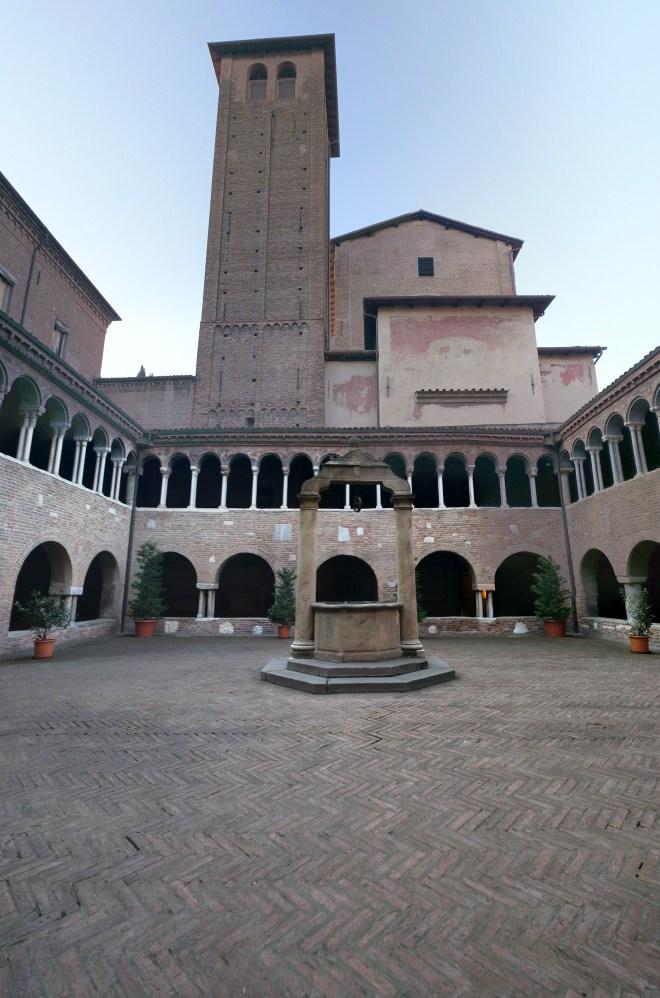 Praça Santo Stefano as sete igrejas sette chiese patio medieval
