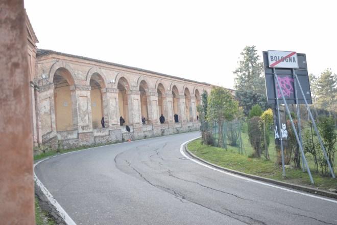 Bologna estrada porticos igreja san luca saindo cidade