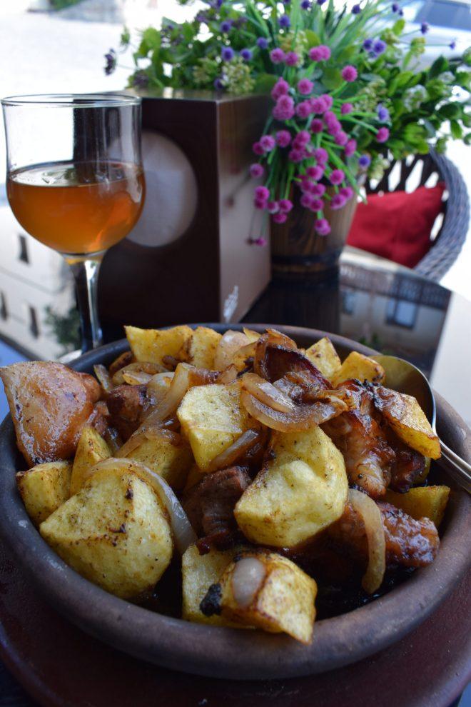 Georgia Sighnaghi ojakhuri pratos tipicos de porco batatas