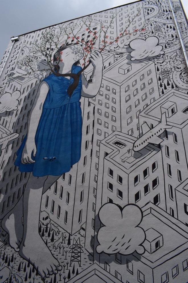 Tbilisi arquitetura sovietica hostel fabrika graffitti