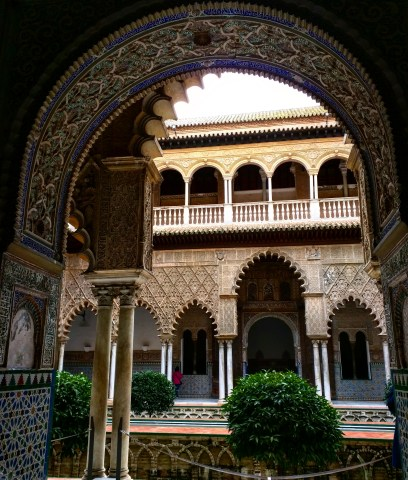 Alcazar Sevilha palácio patio donzelas
