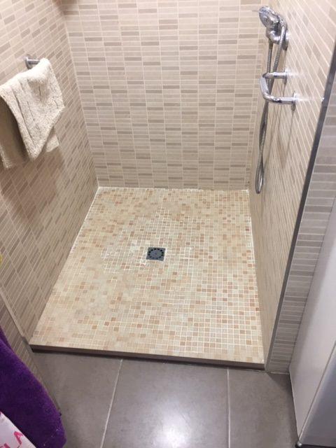 un receveur de douche en