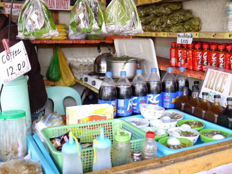03-Banaue廣場的小雜貨攤,販售各種飲料、茶葉、檳榔及滷麵(Lomi)