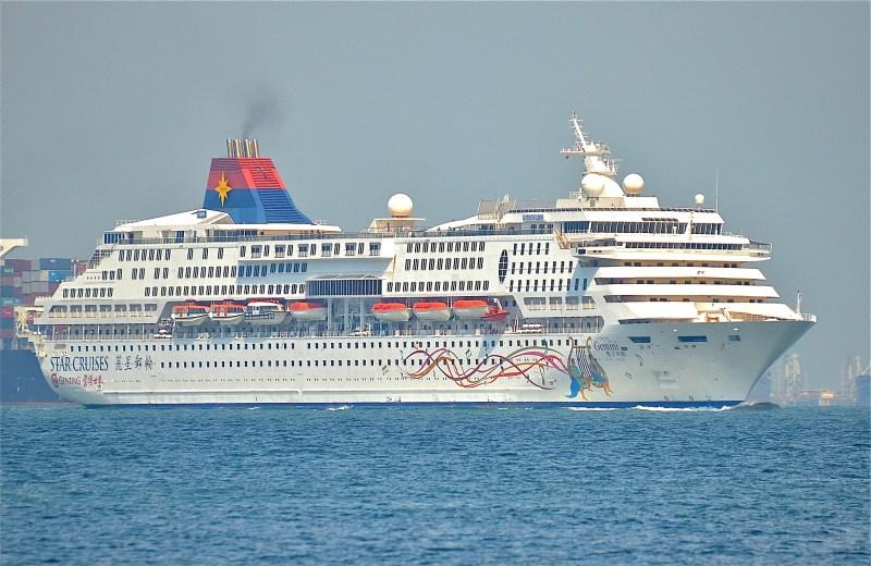 Star_Cruises_SuperStar_Gemini_on_August_22,_2014