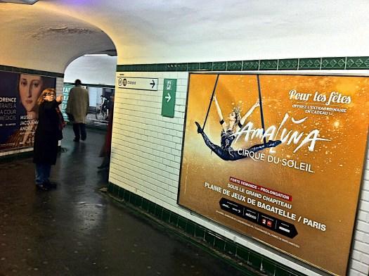 Publicidad de ProMéxico en un túnel de la parada del Metro República. París. 15 de diciembre 2015.
