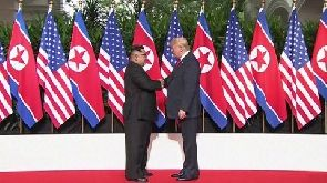 Kim Jong-un (L) exchanged a handshake with Donald Trump (R)