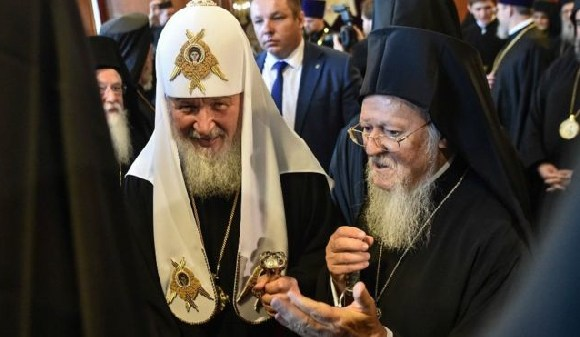 Patriarch Kirill (l) recently met the Patriarch of Constantinople, Bartholomew, (r)