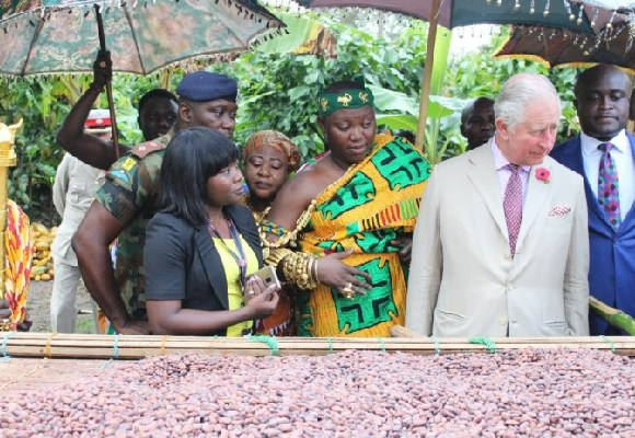 Prince Charles ineteracts with cocoa farmers