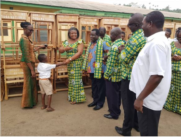 Mrs Owusu-Koranteng and her team donate to alma mater
