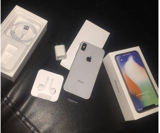 The Nigerian lady feels disrespected over her boyfriend's decision to give her an iphone X for Xmas