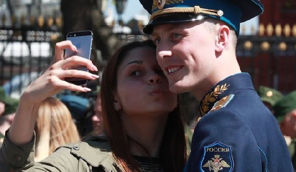 Taking videos and pictures like selfies, will be banned for active servicemen