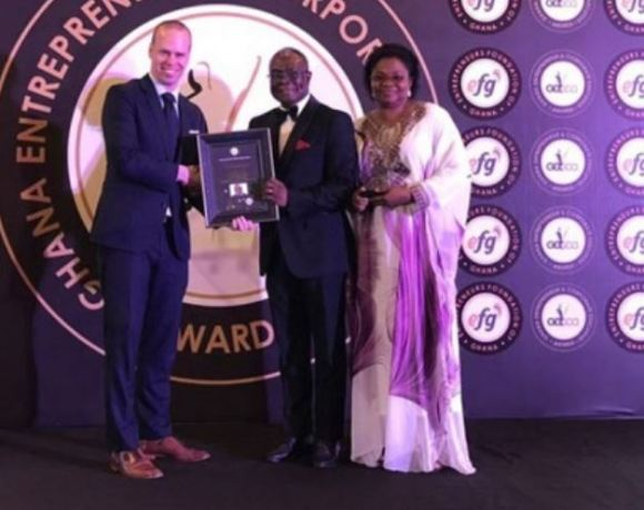 Daniel Addo and Esther Anku (right) receiving the award on behalf of Hassan Tampuli