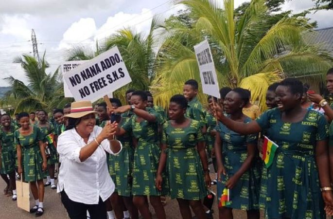 Matilda Asante with her free SHS protection campaign in Kumawu, Ghana Music News Articles