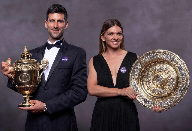 Djokovic and Halep displaying their trophy won in 2019
