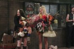 2-broke-girls-3x01-3