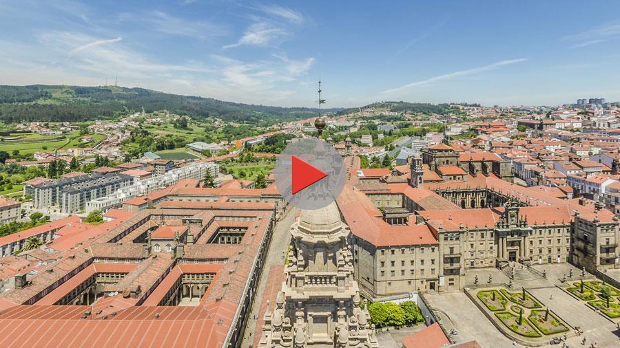 botón play vista panorámica desde a torre sur da catedral de Santiago de Compostela