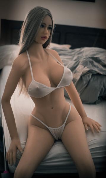 realistic sex doll curvy