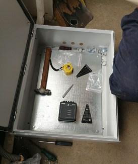 Специалисты компании АСГАРД производят установку специального оборудования