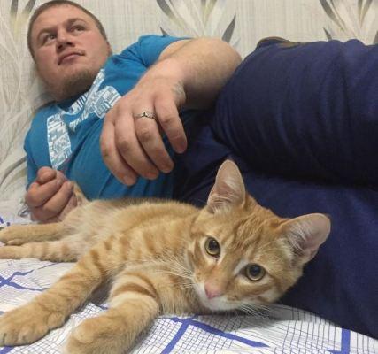 Сотрудник АСГАРД-Сервис с котом