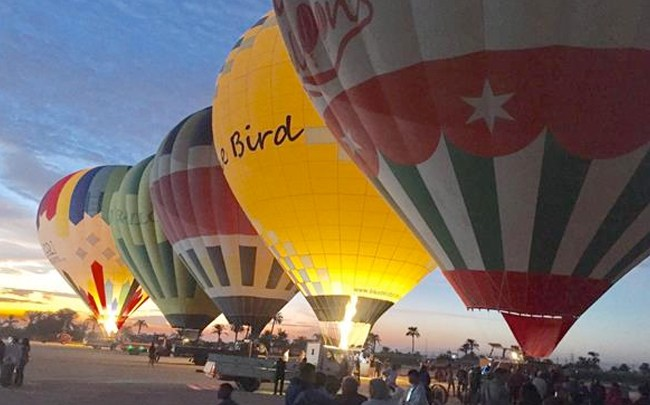 سرعة الرياح تتسبب فى إلغاء رحلات البالون في الأقصر
