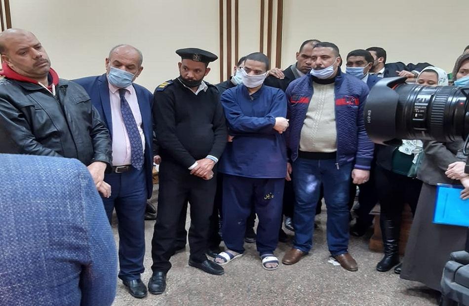 سفاح الجيزة قبل إحالته للمفتي في اتهامه بقتل