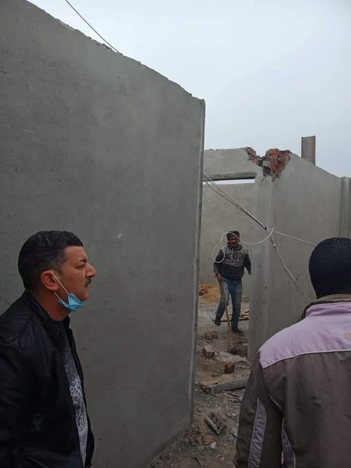 رئيس حى شرق الأسكندرية يتابع إزالة أعمال البناء المخالفة