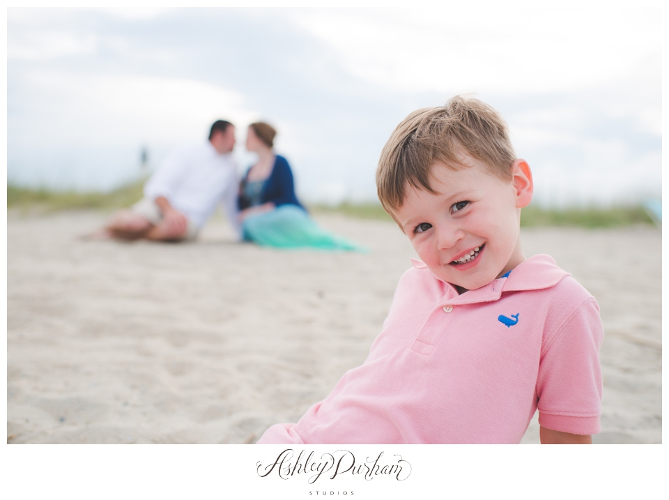 lifestyle family, family posing, family session at the beach, san diego beach photography, california beach family session