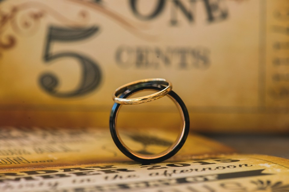 ring and invitation ideas, halo ring, ring poses
