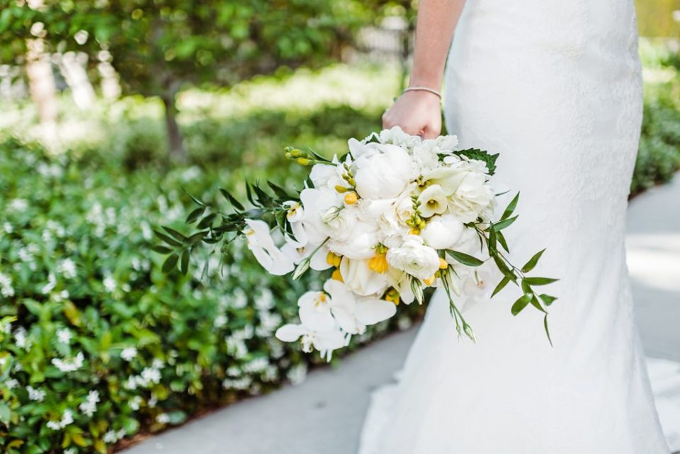 wedding photos at skirball cultural center in los angeles