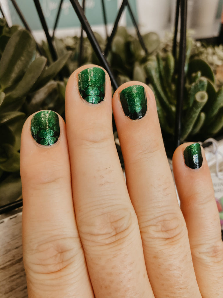 clover and out green color street st patricks day nails